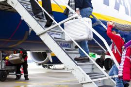 EUIB apoya la petición a Bruselas para que Ryanair «deje de cobrar para que los menores se sienten con sus padres»