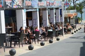 Calvià informa a comercios y hoteles sobre los límites de publicidad, venta y consumo de bebidas alcohólicas
