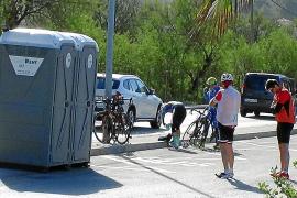 El Ajuntament de Andratx instala baños portátiles para evitar que los ciclistas orinen en la calle