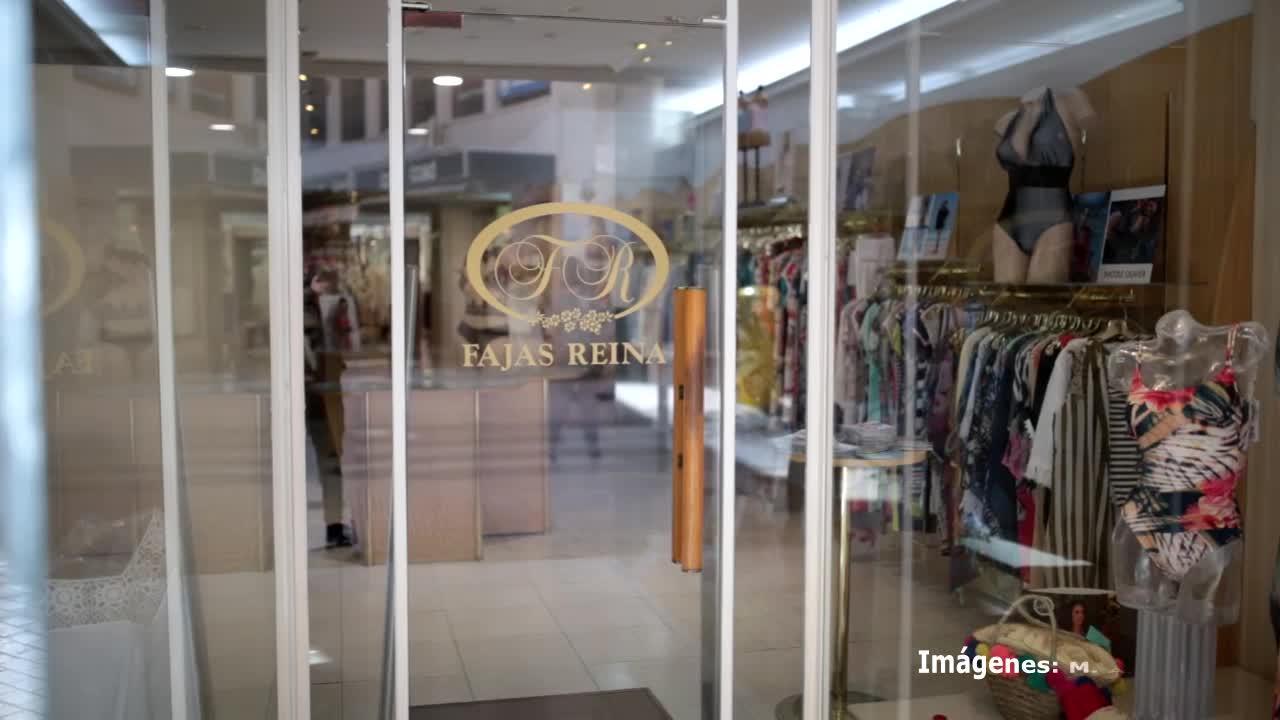 Neus Masdeu regenta con su hermana Fajas Reina: «La mejor propaganda es que el cliente salga de la tienda contento»