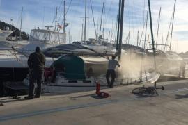 Sofocan un pequeño fuego en un velero amarrado en el Port de Andratx