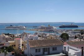 La coincidencia de tres buques de crucero en Palma preludia una actividad que este año batirá récords