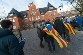 JxCat espera que la justicia española «rectifique» tras la resolución alemana sobre la libertad de Puigdemont