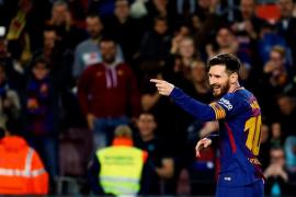 Un hat-trick de Messi le da la victoria a un Barça de récord