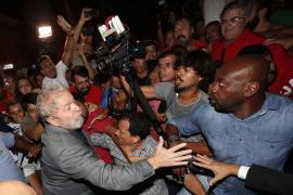 Lula se entrega y entra en la cárcel