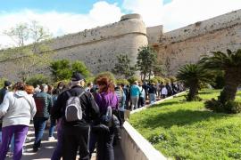 Viaje guiado gratuito a través del patrimonio medieval de Dalt Vila