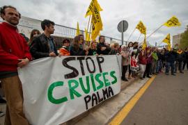 ACOTUR critica la «intolerable» protesta antiturística en el puerto de Palma