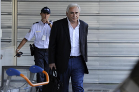 Banon y Strauss Kahn mantienen sus posturas en un careo ante la Policía