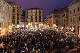 Miles de personas llenan la plaza Sant Jaume de Barcelona bajo el lema 'Yo soy CDR'