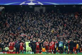 Salah y Firmino evitan el milagro del City y Guardiola es expulsado por Mateu Lahoz