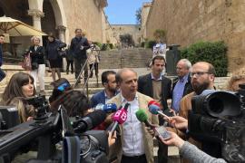 Patronales y federaciones empresariales piden la dimisión de Jhardi por no actuar contra la venta ambulante ilegal