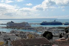 Primer 'lleno' de cruceros en Palma