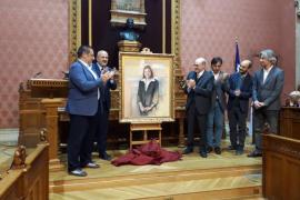 El Consell rinde homenaje a Montserrat Casas con la presentación de su retrato