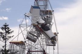 Un avión ultraligero se estrella contra una noria en Australia