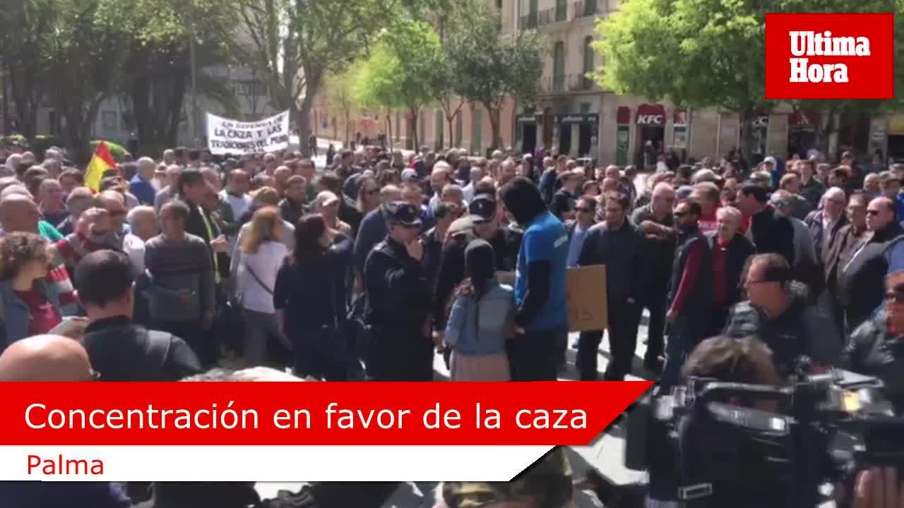Cientos de cazadores se manifestan para pedir el fin de insultos y ataques a su modo de vida