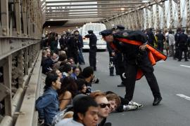 Más de 700 arrestados en el puente de Brooklyn durante una marcha