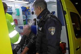 Hospitalizado tras sufrir una caída cuando salía de un taxi en Andratx