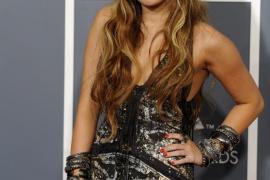Miley Cyrus defiende la  credibilidad de Ashton Kutcher