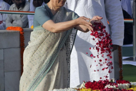 India recuerda el nacimiento de Gandhi, padre de la nación, hace 142 años