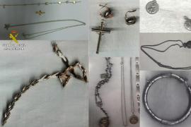 A exposición joyas de robos cometidos en domicilios de Muro y alrededores