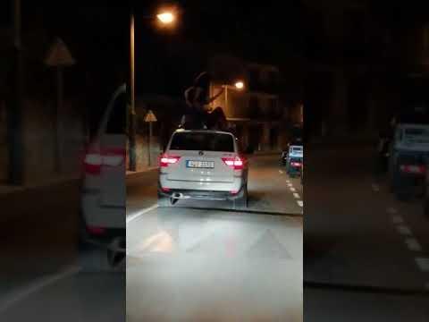 La Policía lleva al juzgado el baile de dos chicas sobre el techo de un coche en marcha