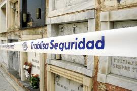 Profanan tumbas del cementerio de Palma para robar ornamentos metálicos y fundirlos