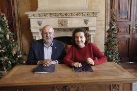 Santiago ofrece a Ensenyat un pacto: «El que pierda las primarias irá de número dos»