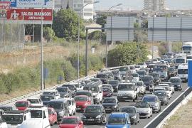 El Consell alerta de que las carreteras están ya al límite a dos meses de la temporada alta