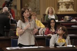 Armengol responde en el Parlament: «No es nuestro modelo los megacruceros en el puerto de Palma»