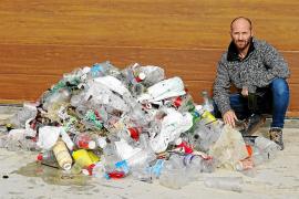Diseñan en laboratorio una enzima que se «come» las botellas de plástico