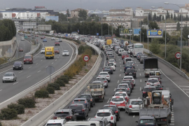 El Govern reforzará el transporte público para disminuir el tráfico en la Vía Cintura de Palma