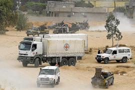 Miles de civiles libios son usados como escudos humanos por los gadafistas