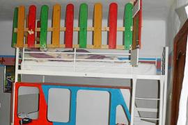 La pareja enjuiciada por encerrar a su hija en una jaula diseñó un mundo paralelo a sus niños