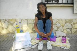 Una mujer, en huelga de hambre para recuperar a su hija