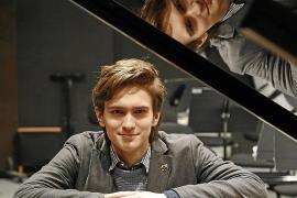 Daniel Kharitonov, pianista: «Si el público nota que no lo estás dando todo, no te devuelve nada»