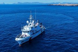 Un barco de SGS explora los yacimientos arqueológicos sumergidos de Formentera
