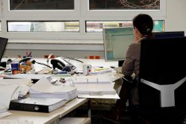 3.200 euros al mes para una secretaria que consienta «relaciones esporádicas» con el jefe
