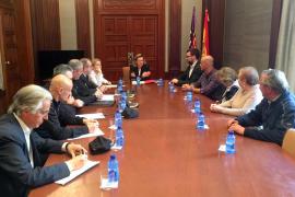 Salom se compromete con los vecinos de Pere Garau a reforzar la seguridad y luchar contra la droga