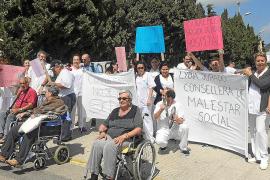 Los trabajadores de Cas Serres plantean la vía judicial para luchar por el futuro del centro