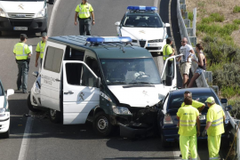 Dos agentes de la Guardia Civil tienen un accidente de tráfico en Sa Pobla