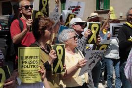 Música per la Llibertat canta por la libertad de los «presos políticos» durante la visita de Rajoy a Palma