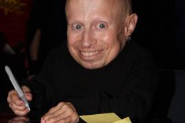 Fallece el actor Verne Troyer, conocido por su papel de Mini Yo en 'Austin Powers'