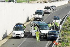 Dos guardias civiles heridos al estrellarse su furgón con un conductor kamikaze en sa Pobla