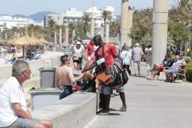 La Guardia Civil y la Policía han incautado 43.000 artículos destinados a la venta ambulante ilegal