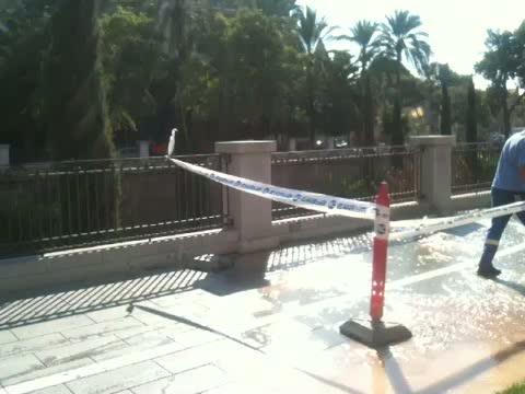 Una tubería se rompe en el Passeig Mallorca, alterando el tráfico