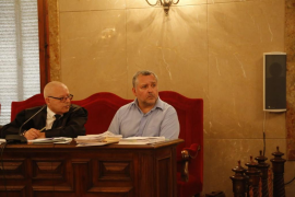 El acusado de asesinar a su mujer en Palma admite que la golpeó con una tetera
