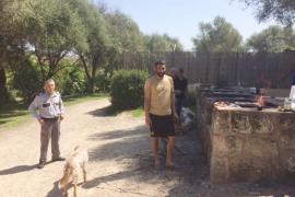Un guarda de seguridad vigila la zona recreativa del Serral de les Monges de Inca los fines de semana