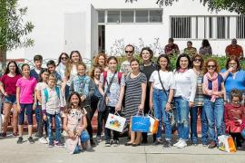 El CEIP Puig d'en Valls celebra Sant Jordi con una gran bienvenida a los Erasmus