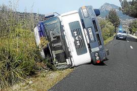 Vuelco de un camión sin heridos