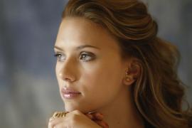 Scarlett Johansson cree «absurda» la prohibición del burka
